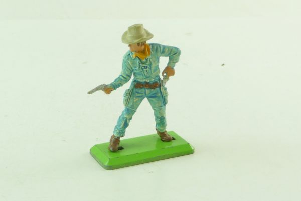 Britains Deetail Cowboy light-blue with 2 pistols