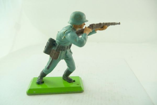 Britains Deetail German soldier firing with rifle