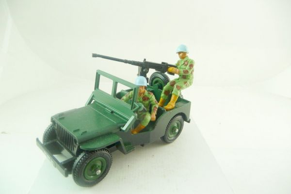 Britains Deetail Camouflage Jeep with crew - very good condition