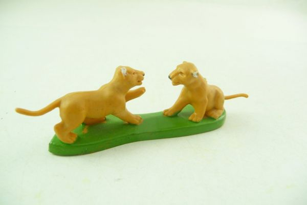 Britains 2 lion cubs playing - rare, brand new