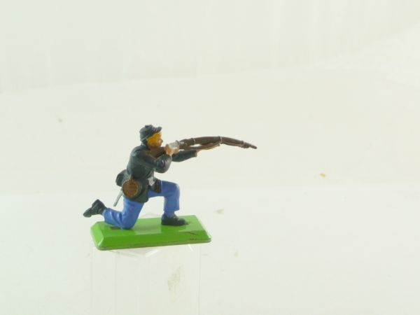 Britains Deetail Union Army soldier kneeling with rifle (fixed arm)
