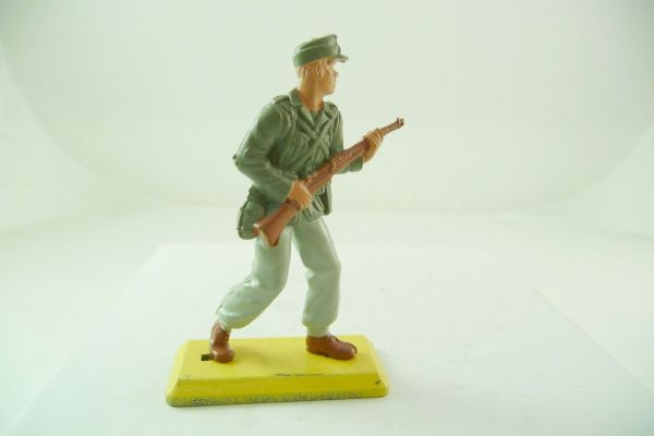 Britains Deetail German soldier Africa Corps going ahead with rifle (fixed arm)