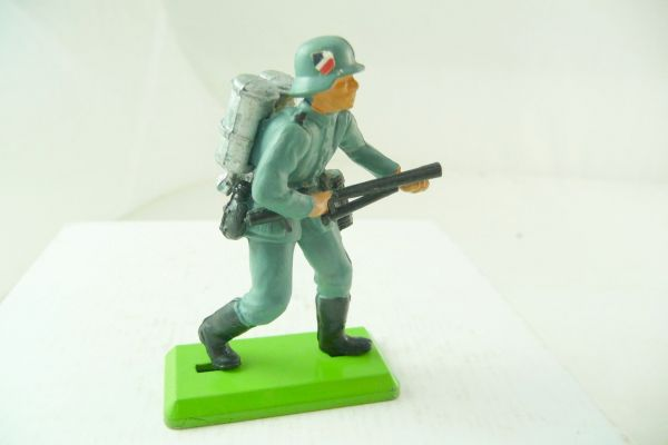 Britains Deetail German soldier with flamethrower, with emblem on helmet