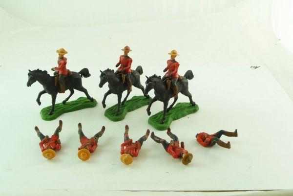 Britains Swoppets Gruppe Mounties (8 Reiter, davon 3 mit Pferd)