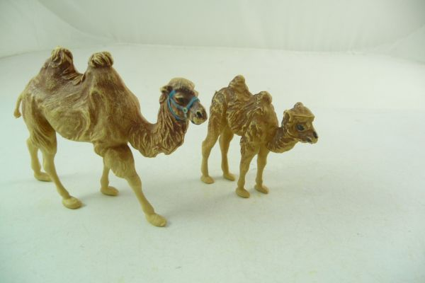 Britains 2 camels - great condition