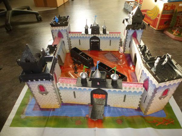 Burg (Snap Together) mit 5,4 cm Figuren, Pappe + Kunststoff