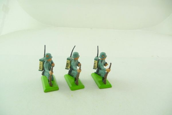 Britains Deetail 3 German signalmen - 2 with emblem on helmet