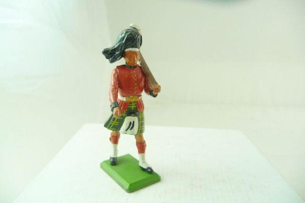 Britains Highlander, rifle shouldered