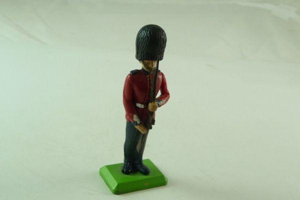 Britains Deetail Gardist, Gewehr präsentierend