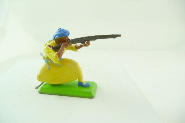 Britains Deetail Arab kneeling firing, yellow robe - rare colour variation