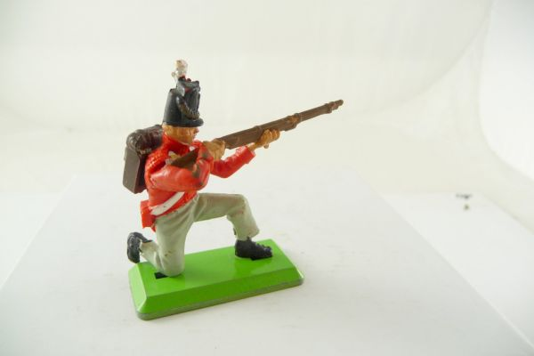 Britains Deetail Waterloo Englishman (redcoat) kneeling firing