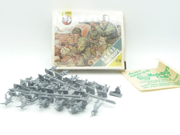 Airfix 1:72 WW II US Paratroops, No. 01751-4 - figures on cast (except one)