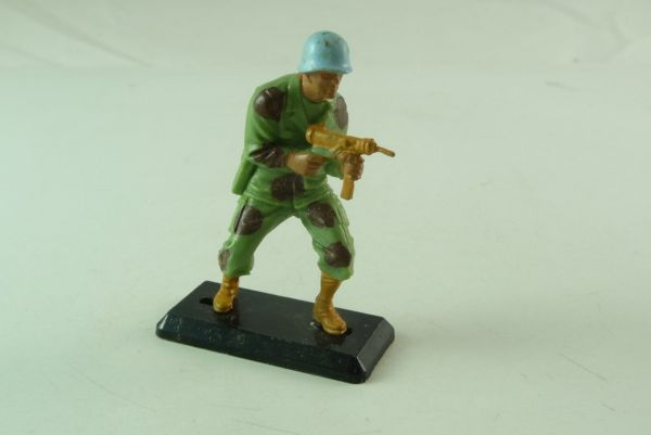 Britains Deetail Soldier with sub-machine gun - blue helmets -