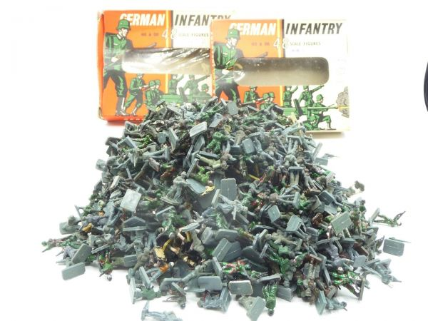 Airfix 1:72 500 - 600 figures German Infantry 1st version - used, partly painted