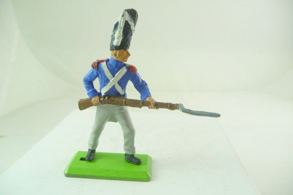 Britains Deetail Waterloo; French soldier going ahead with bayonet