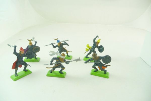 Britains Deetail Complete set of Saracens on foot (6 figures)