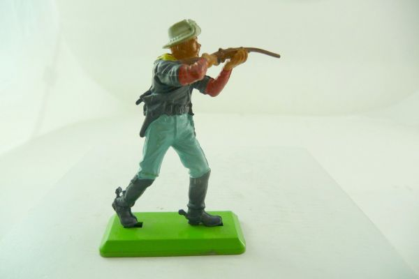 Britains Deetail 7. Cavalry soldier firing with rifle