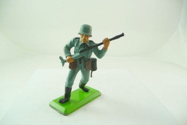 Britains Deetail German soldier 2nd version going ahead with weapon