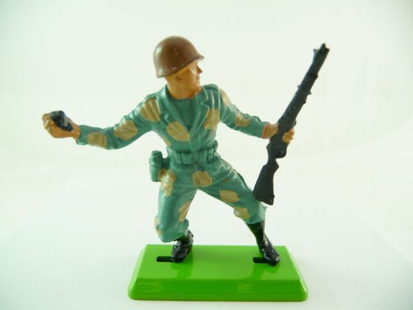 Britains Deetail Soldier with rifle + hand grenade