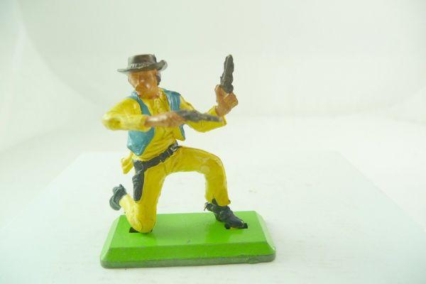 Britains Deetail Cowboy variation kneeling with 2 pistols - rare colour combination