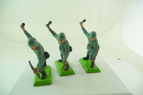 Britains Deetail 3 German soldiers with rifle + stick grenade
