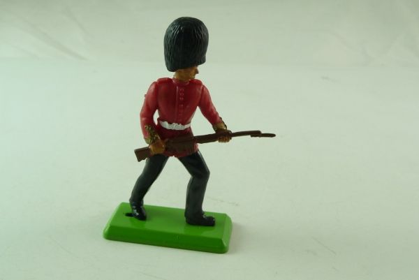 Britains Deetail Guard, going ahead with rifle