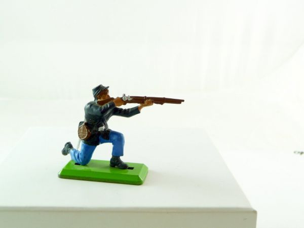 Britains Deetail Union Army soldier kneeling firing (fixed arm) - good condition