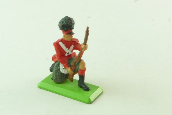 Britains Deetail Englishman kneeling with rifle