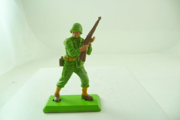 Britains Deetail Soldier with rifle at the ready