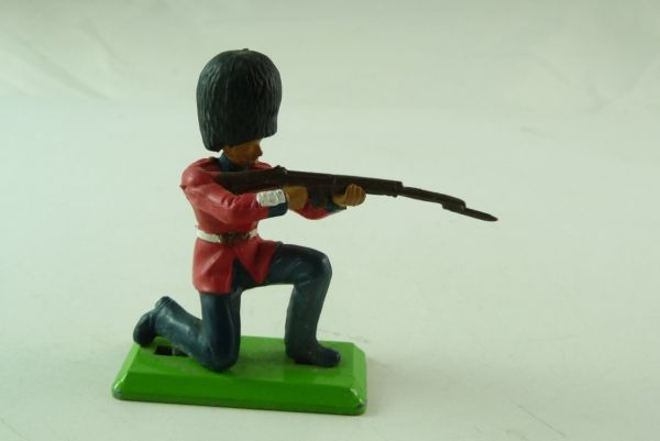 Britains Deetail Guard, kneeling, firing with rifle