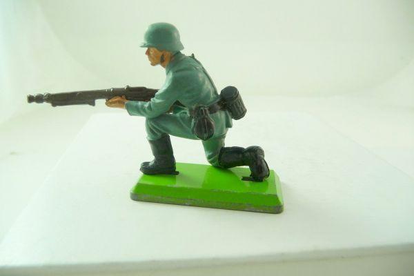 Britains Deetail Soldier kneeling firing