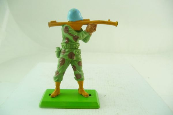 Britains Deetail Task Force soldier with bazooka