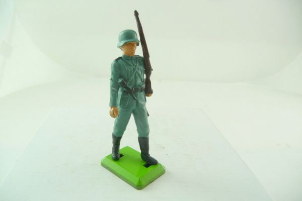 Britains Deetail German soldier, rifle shouldered