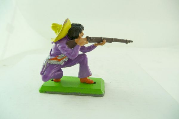 Britains Deetail Mexican kneeling firing - nice Lila with yellow sombrero