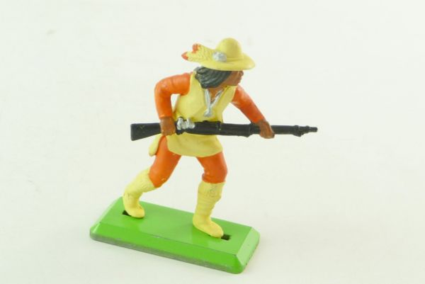 Britains Deetail Apache going ahead with rifle, with rare trousers / sleeves