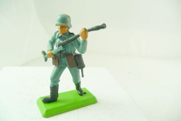 Britains Deetail German soldier going ahead with grenade launcher