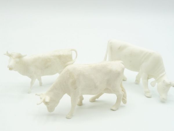 3 cows, white (height 4 cm)