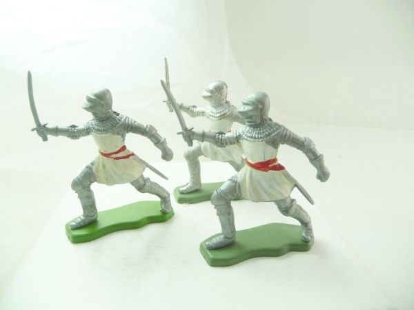 Britains Deetail 3 knights going ahead with sword, white/silver
