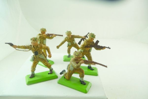 Britains Deetail 5 English soldiers in various positions