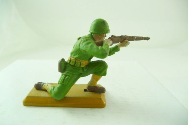Britains Deetail Soldier kneeling firing - dark baseplate