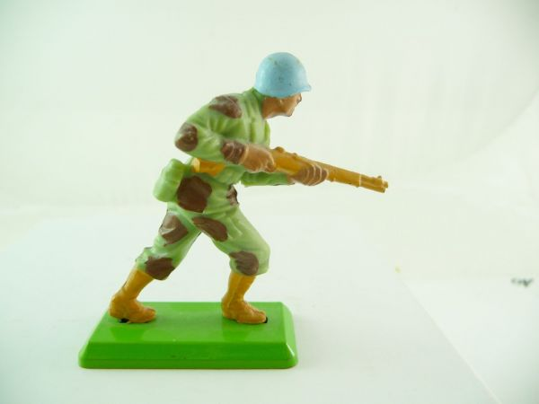 Britains Deetail Soldier storming with rifle