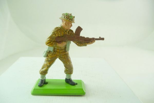 Britains Deetail English soldier standing firing with MG