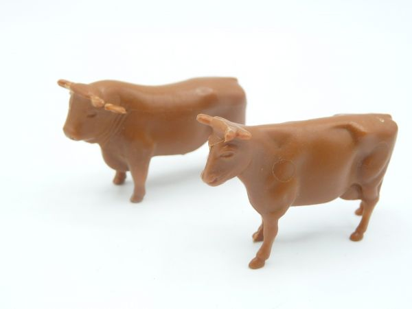 2 cows, brown (height 3 cm)
