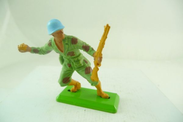 Britains Deetail Task Force soldier with rifle + hand grenade