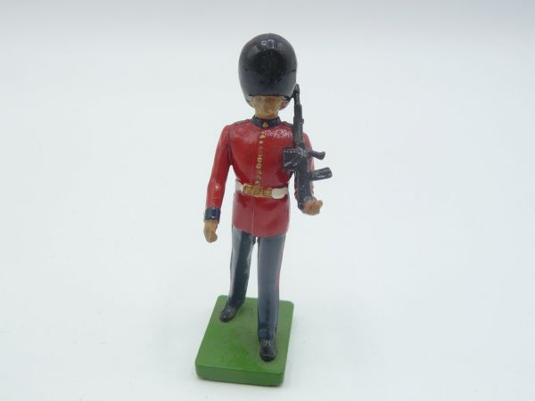 Britains Deetail (Metal) Scots Guard, soldier rifle shouldered