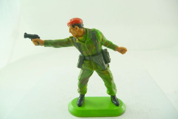 Britains Deetail SAS soldier with red beret, firing with pistol