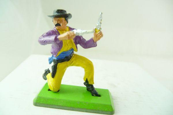Britains Deetail Cowboy kneeling, firing wild with 2 pistols