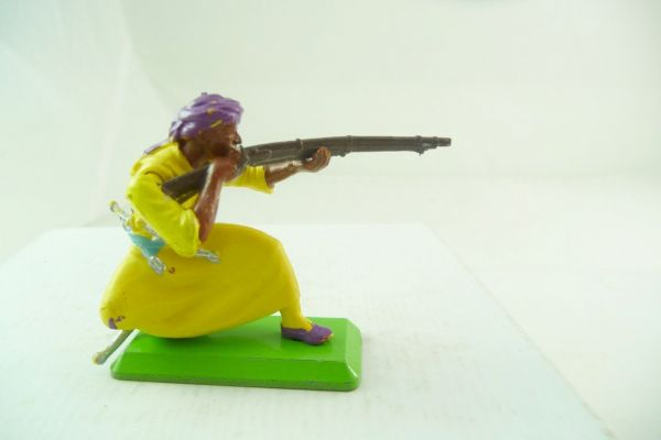 Britains Deetail Arab kneeling firing