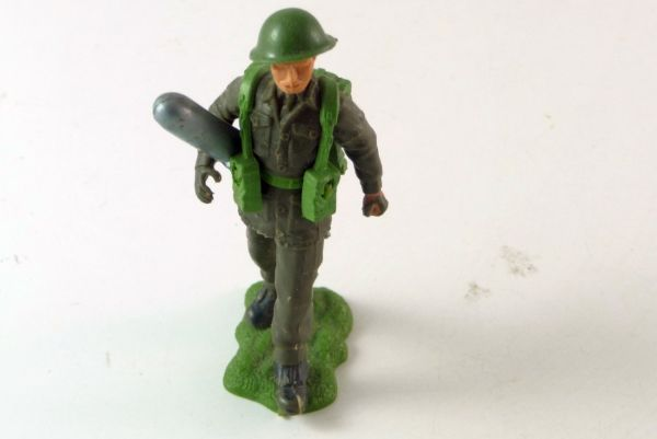 Britains British Infantry, soldier with grenade