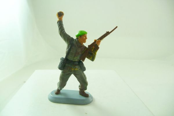 Britains Deetail Marine Commandos; Soldier with rifle + hand grenade